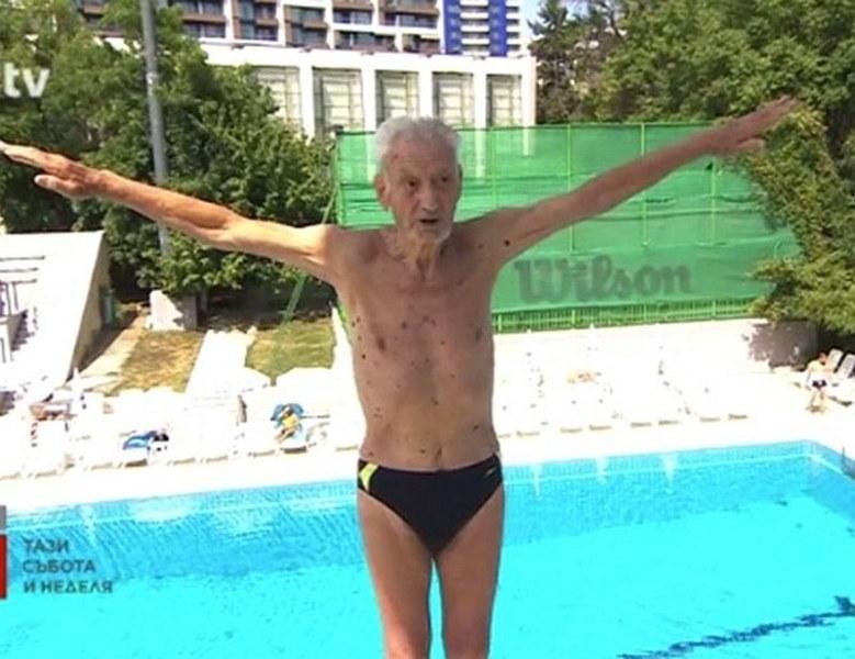 91-годишен бургазлия печели златни медали по плуване