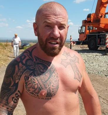 Динко Вълев въздигна 24-метров кръст в Ямбол! Прикани и другите да градят