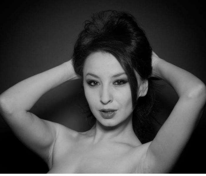 Силвия Юрукова показа наклепани голи гърди СНИМКА (18+)