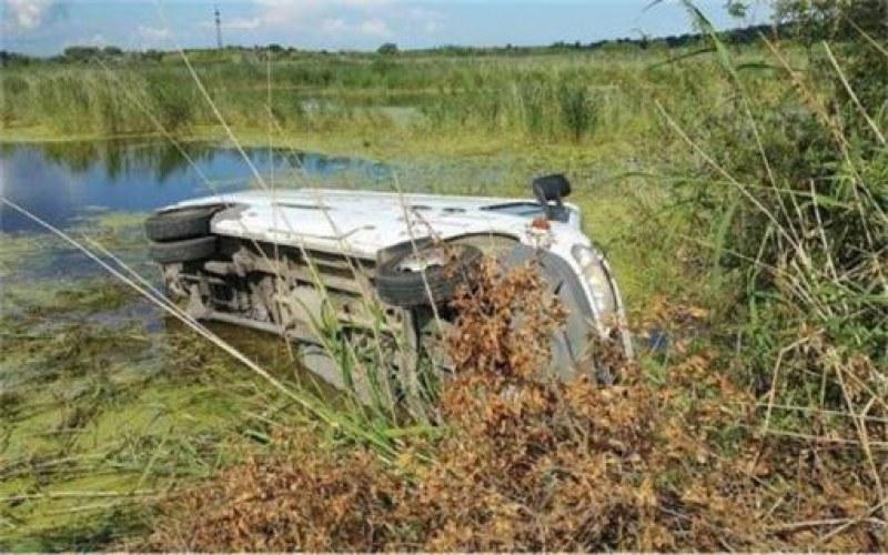 43-годишен с Volvo се метна в храсталаци край Равадиново, загина. Бил без колан