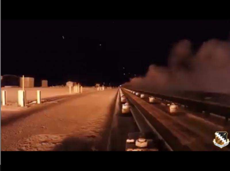 Колко бързо е 10 000 км/ч? Вижте ВИДЕО