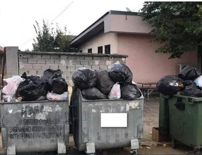 Пловдивско село затъна в боклук, един месец никой не го е извозвал! СНИМКИ