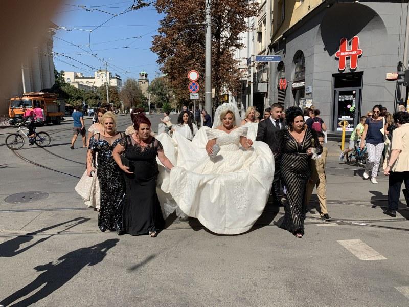 Тумба-лумба шикалка. Няма сватба никаква! Има, че и ромска, а и с тумба, из София СНИМКИ