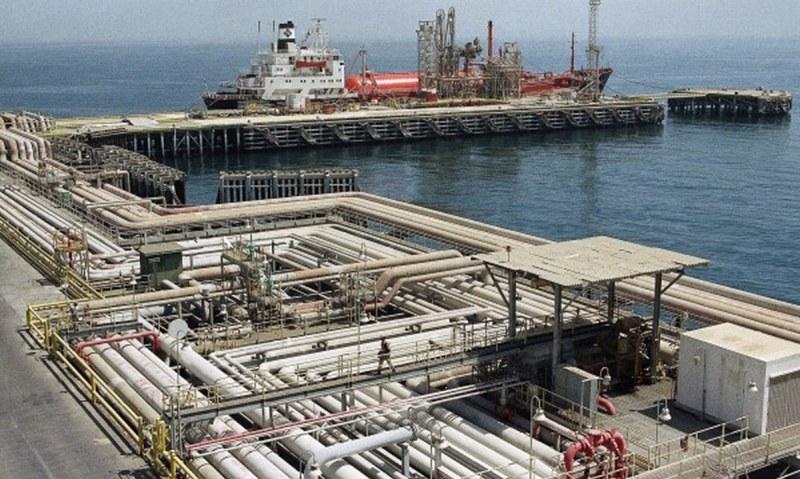 Дронове удариха огромно съоръжение за преработка на петрол! Поскъпват ли бензинът и дизелът?