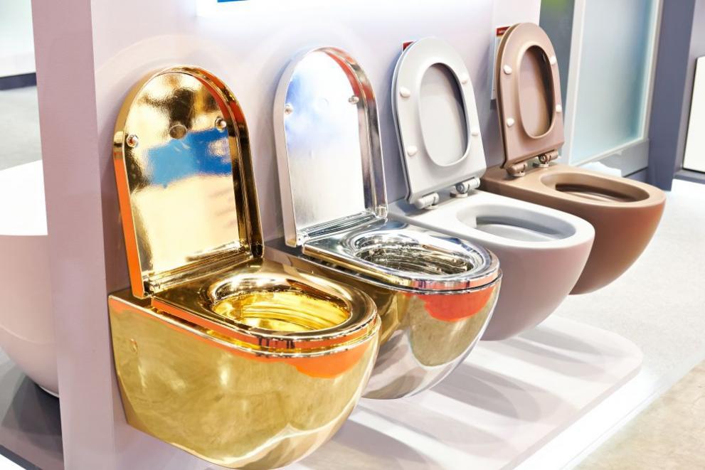 Отмъкнаха златна тоалетна за 1 милион долара, давана под наем на Тръмп ВИДЕО