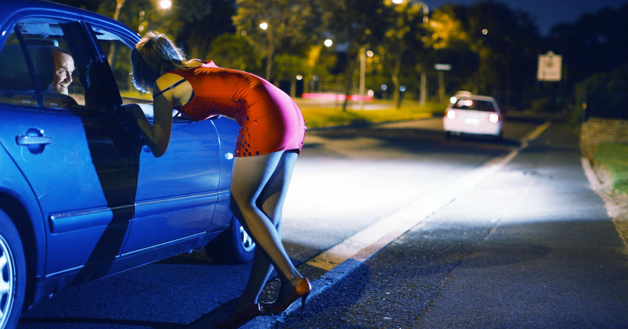 Разбиха престъпна група за трафик на хора и склоняване към проституция
