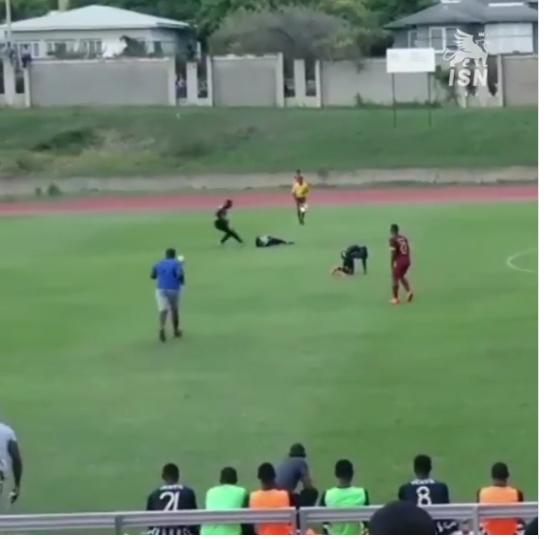 Мълния удари двама футболисти по време на мач  ВИДЕО