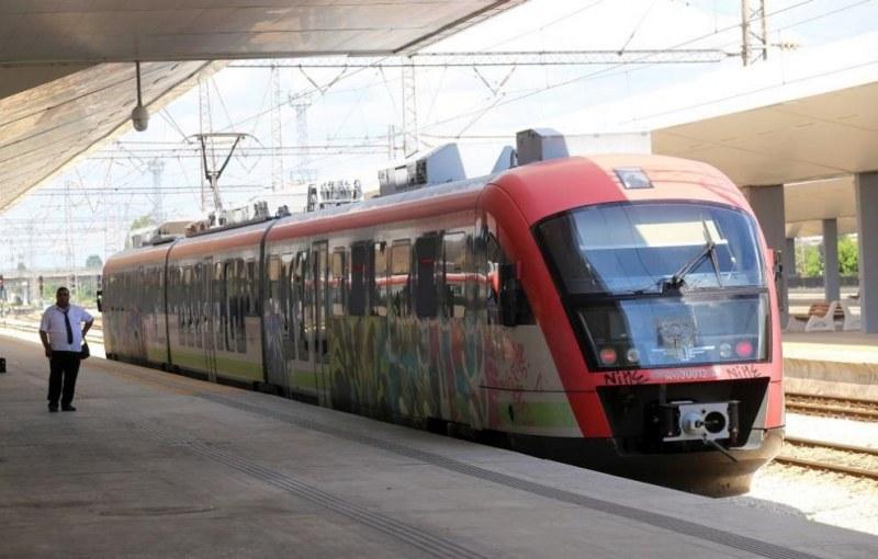 БДЖ (Без Държавни Железници). Влакове се отменят – няма локомотиви!