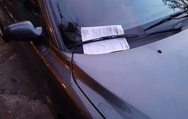 Шофьор удари паркирана кола, не избяга... остави двустранен протокол, а и номера си!