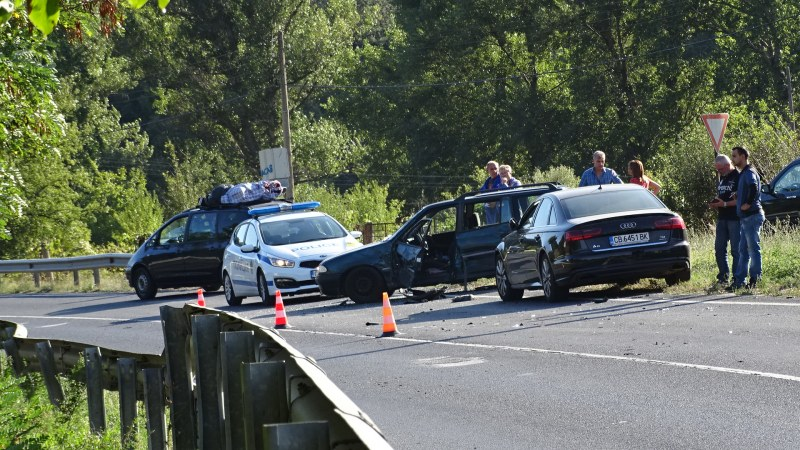 Още две катастрофи на Е-79 край Благоевград: Жена пострада