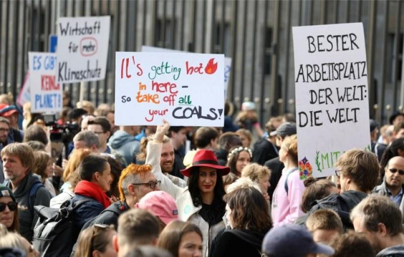 Хиляди по света протестираха с едно искане: Спрете климатичната катастрофа!