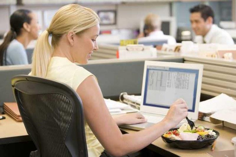 Заети сме, забързани, забравяме... Няколко идеи за хранене в офиса