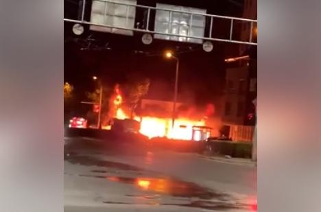 Пожар изпепели магазин за електромобили на булевард в Пловдив ВИДЕО