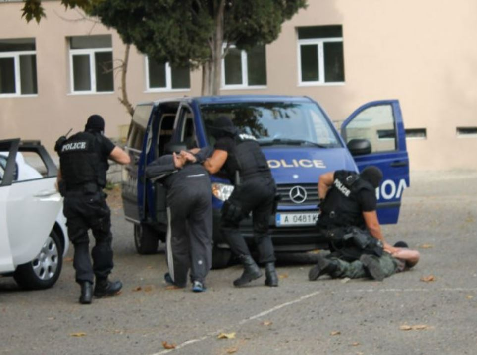 Френски и български служби разбиха група за трафик на работници! €60 на ден, ама друг път