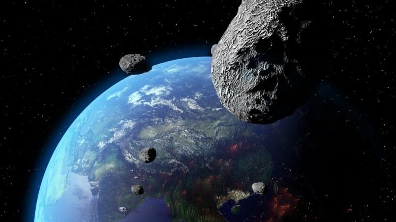 Астероид с размерите на три Хеопосови пирамиди приближава Земята