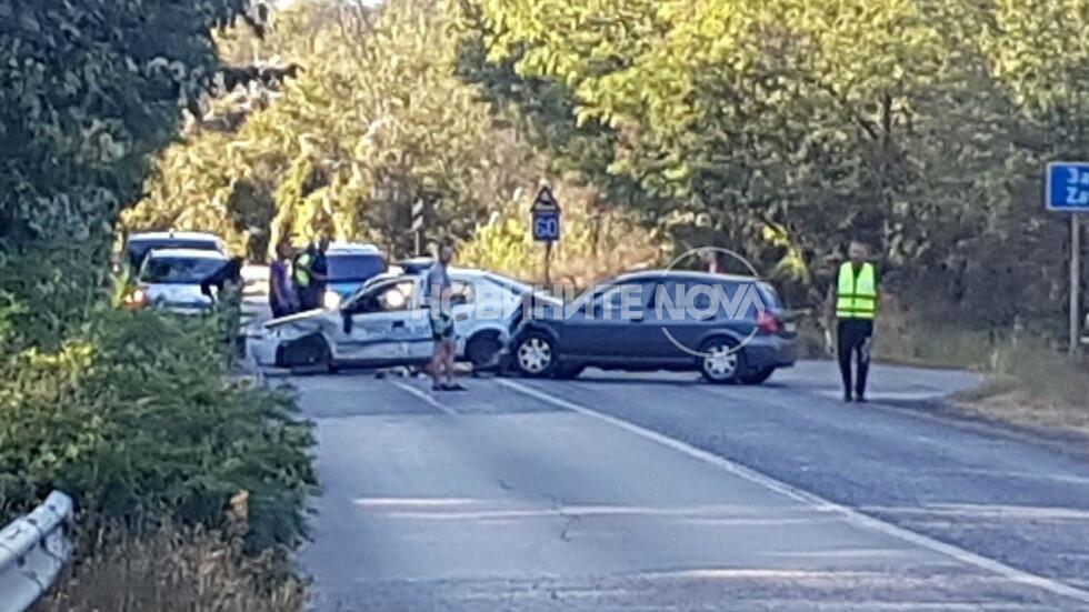 Цивилен и патрулка се удариха край Дряново. Кой кого е гонил?