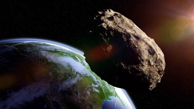 Астероид с размерите на футболно игрище приближава Земята! Има ли опасност?