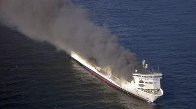 Пожар лумна на ферибот в Гърция, над 600 души са евакуирани