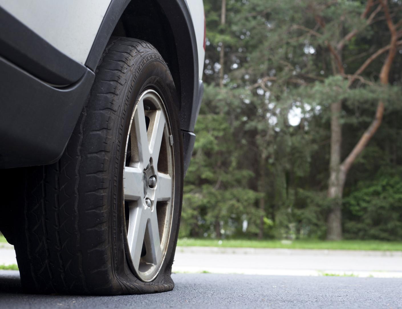 Как да се кара със спукани гуми? Българин го измисли!