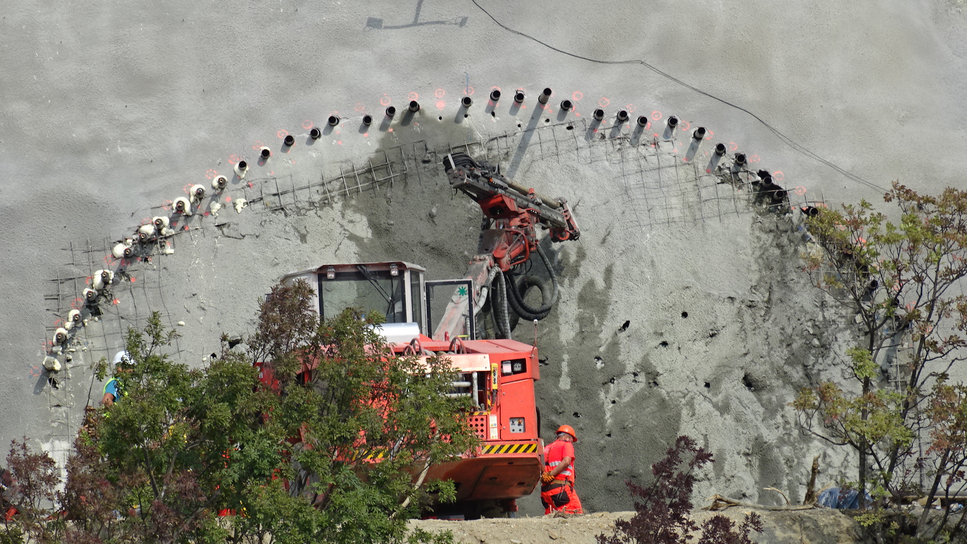 Копаят тунел
