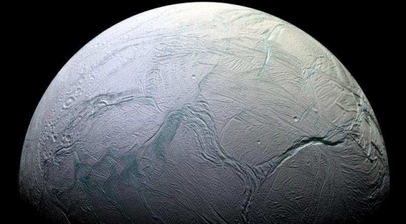 Кислород, азот… Признаци на живот открити на сатурновата луна Енцелад