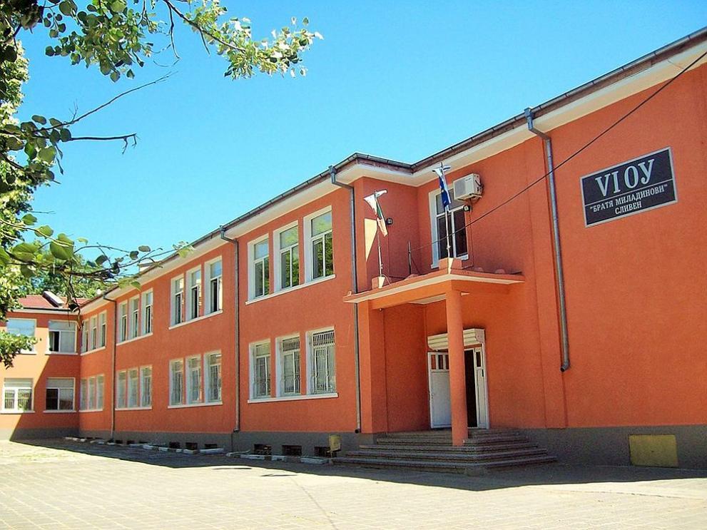 Роми опразниха училище в Сливен след слух: Социалните идват, вземат децата!