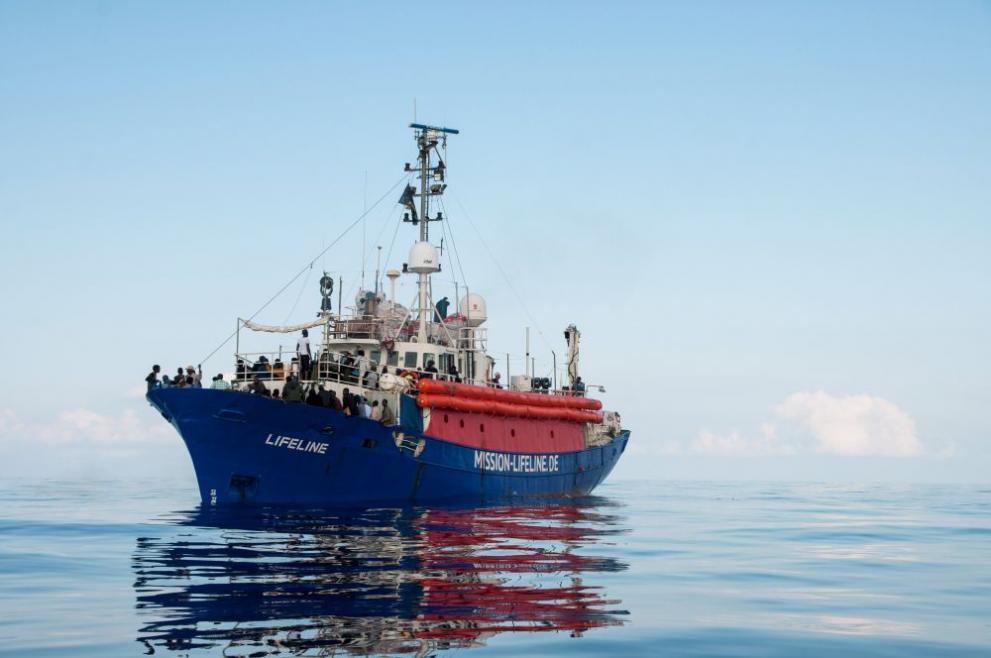 Кораб с мигранти се обърна близо до Италия, 9 души загинаха