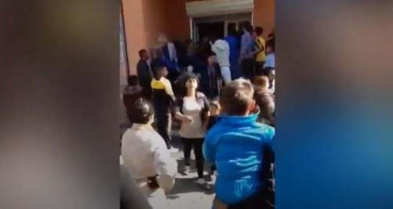 Гето паника и днес по школата: Децата – скрити от