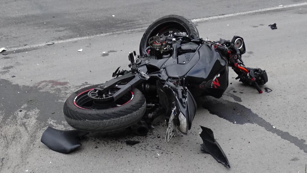 Микробус удари моторист край Търново. 74-годишен дядо бере душа
