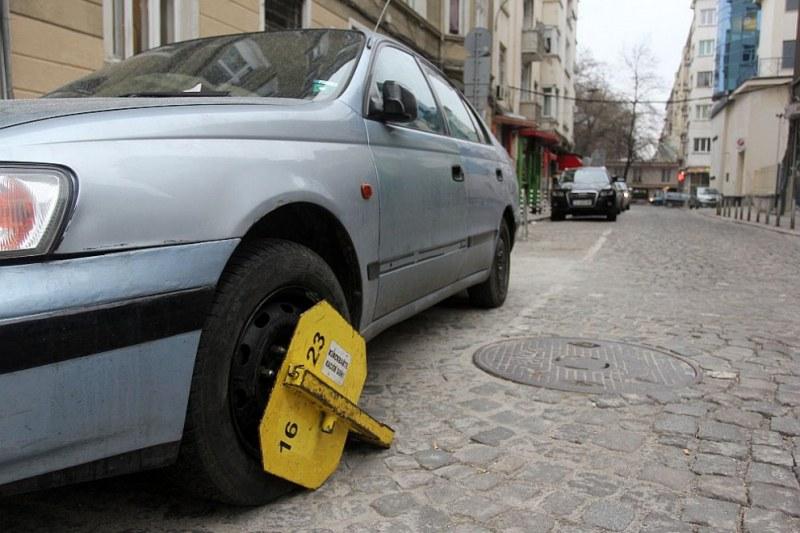 Имате глоба за неправилно паркиране под чистачката? Плащате на грешните хора!