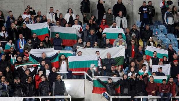 Футболни шпиони на стадиона! Дебнат за расистки изцепки срещу Англия