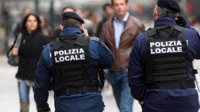 Гол и пиян бивш наркоман нападна българка в Италия