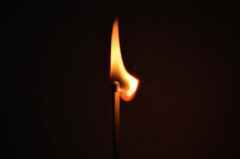 Нова опасна игра превзема децата ни в нета: Live самозапалване!?