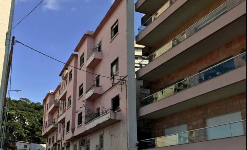 Враг не ти трябва: Мъж построи 60-сантиметрова къща, за да блокира гледката на брат си