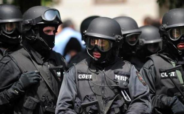 Притъмня в Несебър! Спецчасти с акция – обискират домове на местни политици