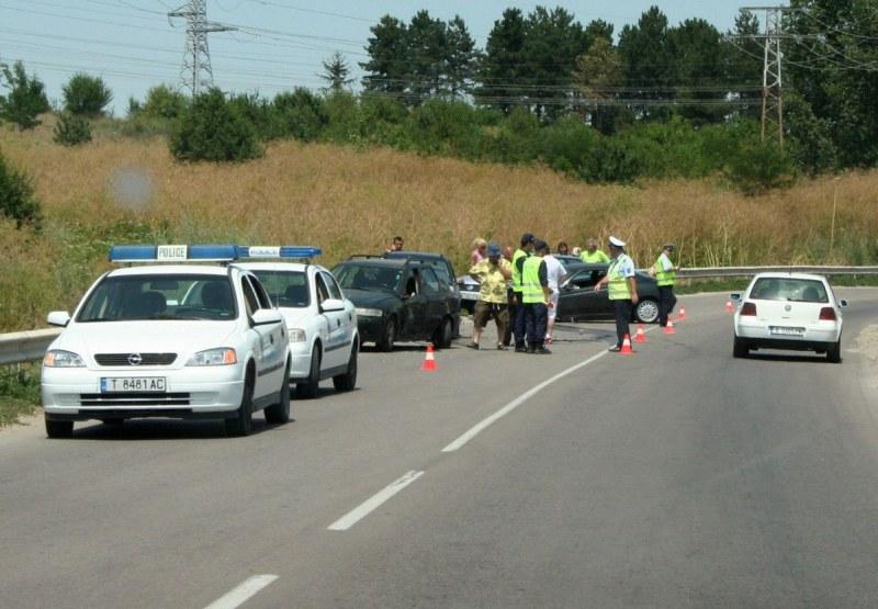 Две дечица са сред загиналите при мелето с пет трупа на път в Търговищко!