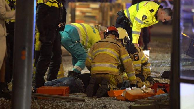 Шофьор се вряза в група хора в Холандия и рани петима