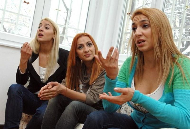 Топпризнание от тризначките: Осиновени сме в България, родени сме в Англия!