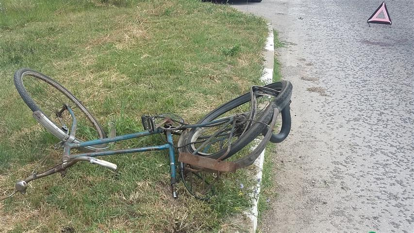 Товарен автомобил отнесе велосипедист до Пловдив, пострадалият е с опасност за живота