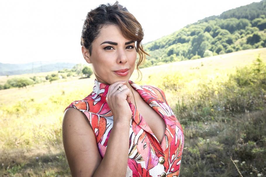 Налъми – новата страст на българката със силиконова гръд и никарагуанска кръв!