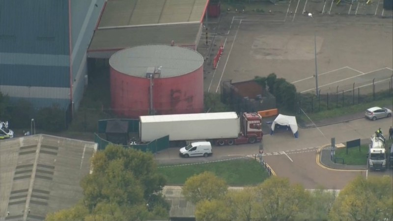 Борис Джонсън и цяла Англия – в шок и потрес от намерените 39 тела в камион