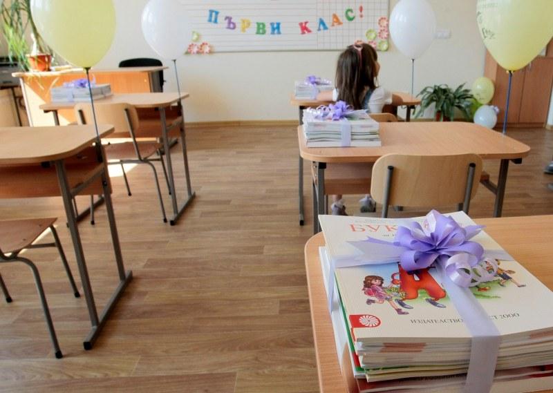 Учителите ни – стресирани (от ученици) канцеларни лелки (от директори)!
