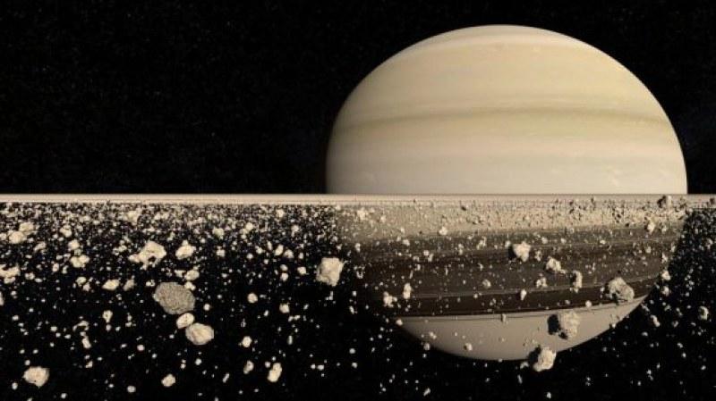Огромният пръстен на Сатурн се разпада