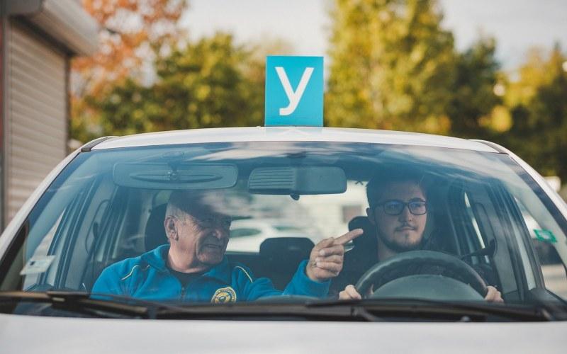 Професия автоинструктор – на изчезване! Камери, смартфон и си шофьор