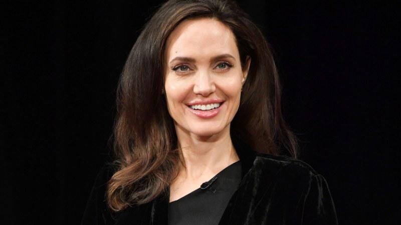 Евакуираха Анджелина Джоли заради намерена бомба