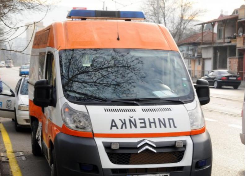 Две катастрофи в Пловдив! Такси блъсна пешеходка пред мол