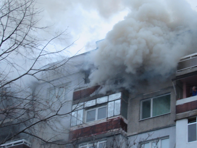 Жилище в Бургас лумна в пламъци! 85-годишен мъж загина