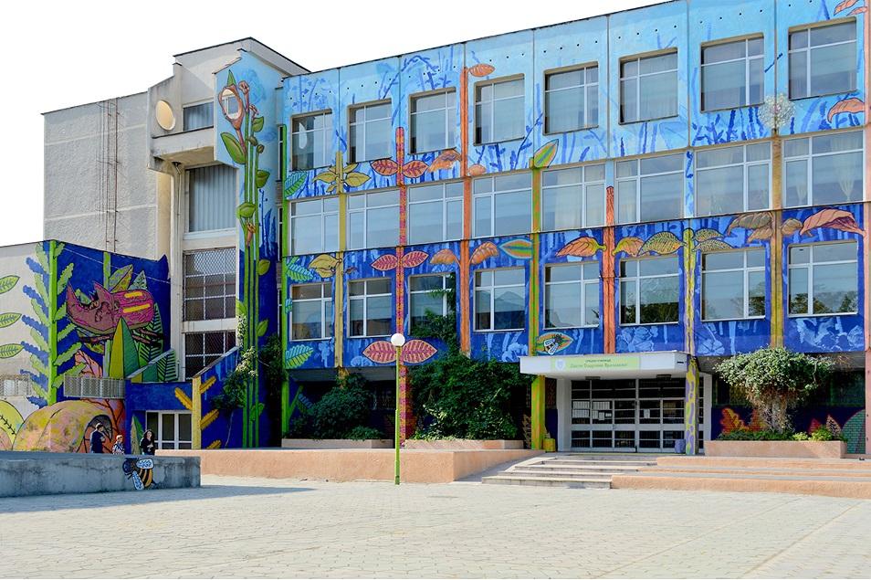 Млади футболисти намериха телефон до училище в Пловдив, предадоха го на полицията