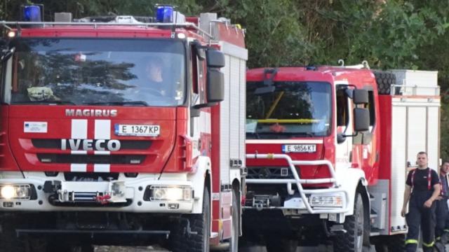Пожар лумна в столичен хостел, хората са евакуирани