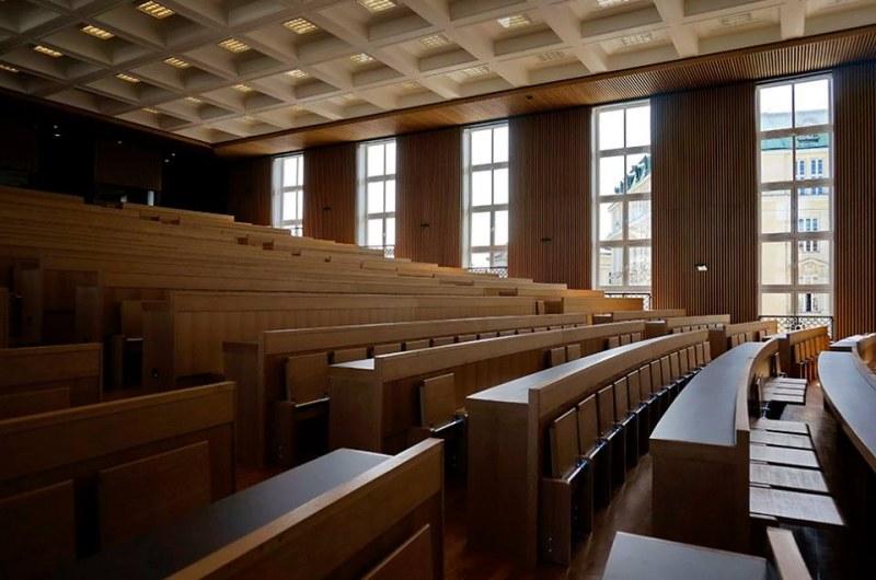 Българските студенти не са много по лекциите, едва 15-20% ги посещават!